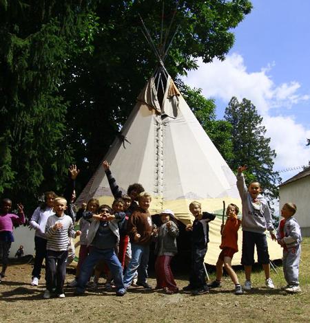 Les indiens à Crocq - Oeuvre Universitaire du Loiret