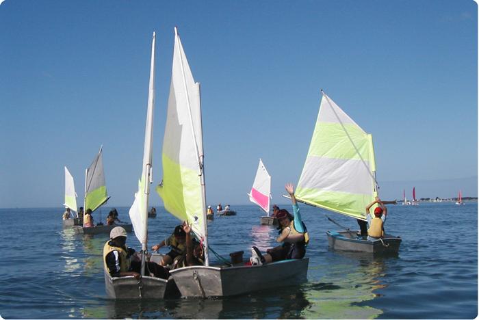 Voile sur optimists à Damgan Kermor dans le Morbihan