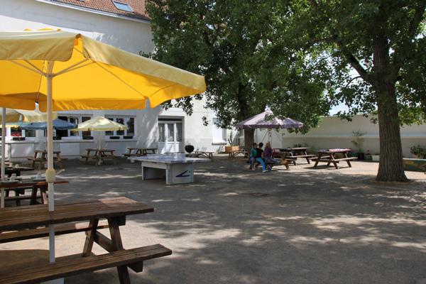 Centre de vacances, les Sables d'Olonne, vacances, classes, colonie : cour extérieure