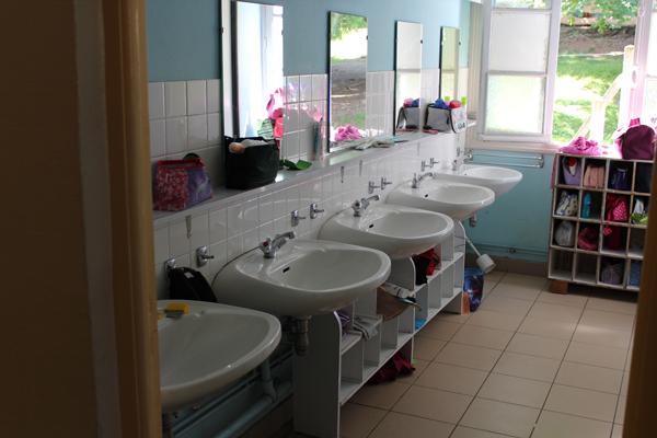 Colonie de vacances, séjours, classes de découvertes, famille, Crocq : salle de bain 2