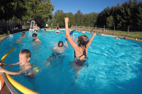 Colonie de vacances, séjours, classes de découvertes, famille, Crocq, piscine 3