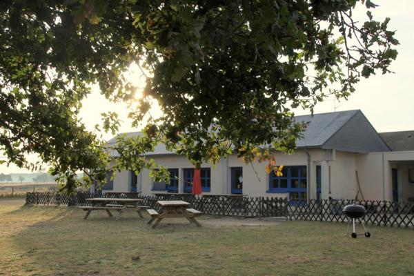 Colonie de vacances, séjours, classes de découvertes, famille, Ingrannes : bâtiments extérieur 4