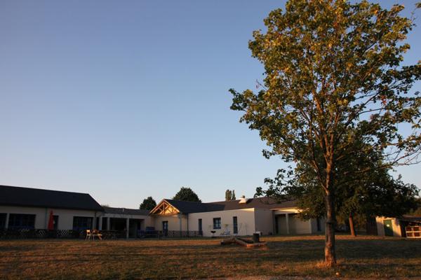 Colonie de vacances, séjours, classes de découvertes, famille, Ingrannes : bâtiments extérieur 5