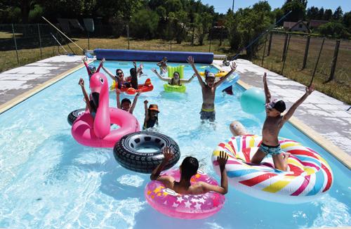 Colonie de vacances, séjours, classes de découvertes, famille, Ingrannes, bâtiment, la piscine