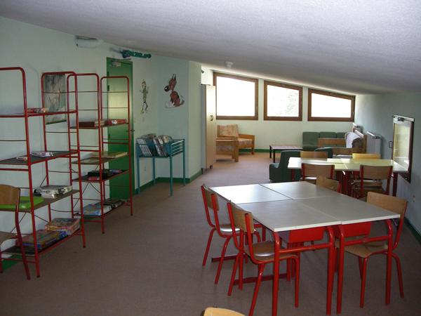 Colonie de vacances, séjours, classes de découvertes, famille, à Lans en Vercors, bâtiment : salle d'ativités