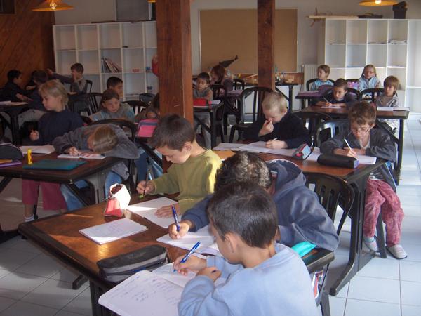 Colonie de vacances, séjours, classes de découvertes, famille, à Lans en Vercors, bâtiment : salle de classe