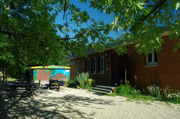Colonie de vacances, séjours, classes de découvertes, Les Caillettes : bâtiments, l'extérieur 2