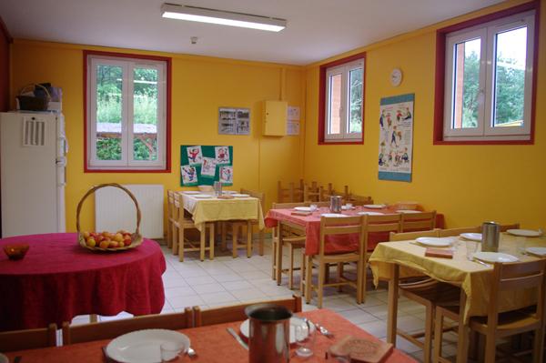 Colonie de vacances, séjours, classes de découvertes, Les Caillettes : bâtiments, la salle à manger