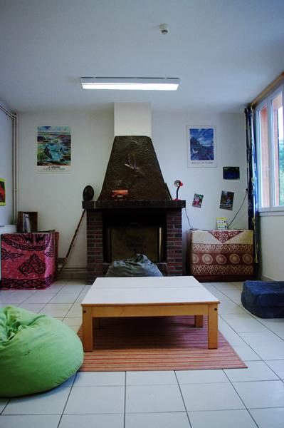 Colonie de vacances, séjours, classes de découvertes, Les Caillettes : bâtiments, la salle cheminée