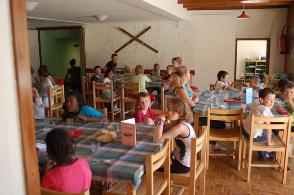 Colonie de vacances, séjours, classes de découvertes, vacances en famille, Sollières : le repas