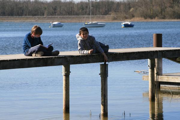 Colonie de vacances, séjours vacances, enfants, bord de l'étang : été