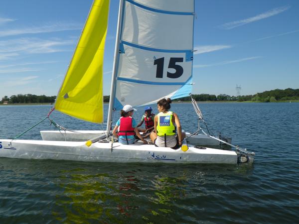 Colonie de vacances, séjours vacances, enfants, voile sur catamaran : été
