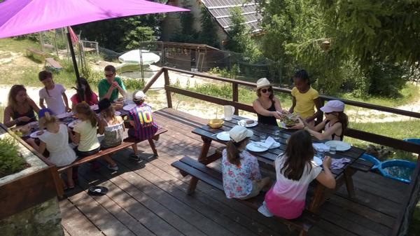 Colonie de vacances, séjours vacances, Lans en Vercors, enfants, repas extérieur : été
