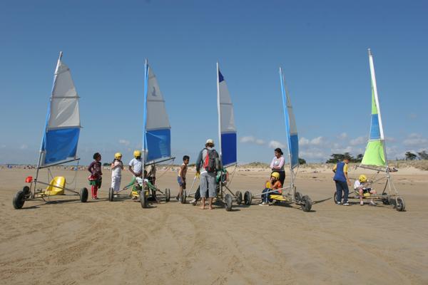 Classe de découvertes, centre vacances, classe de mer, saint Jean de Monts : le char à voile
