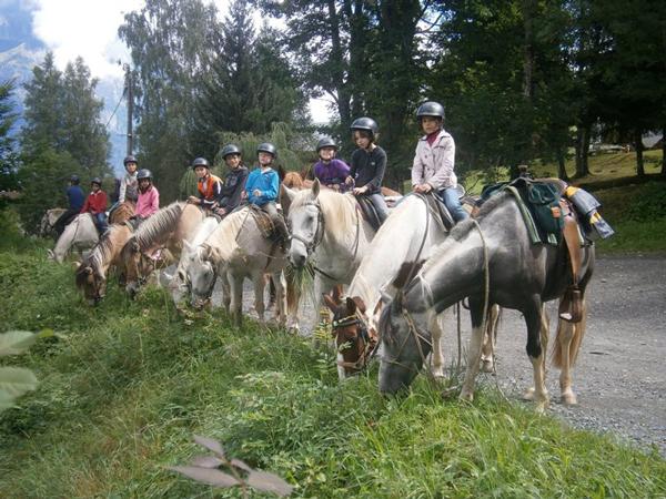 Colonie de vacances enfants, Combloux, équitation 1, oul, été 2017