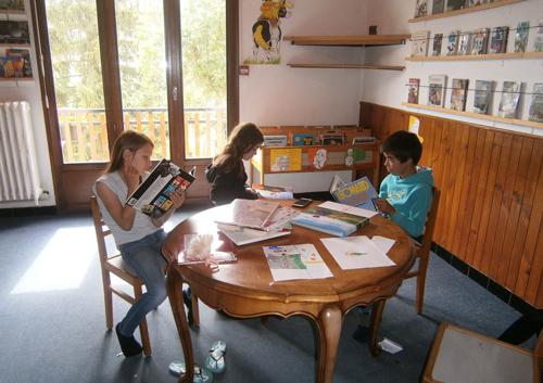 Colonie de vacances, séjours classes de découvertes, famille, Lans en Vercors, bibliothèque